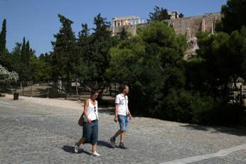 Greece ends curfew